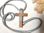 Cruz de comunión; cruces de madera de comunión; cruz de madera de comunión; cruces de comunión; Rusmontaraz; cruces de madera; cruces de comunión modernas; cruces de comunión niño; cruces de comunión niña; rosarios de comunión; cruces de comunión blancas;
