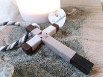 Cruces de comunión forradas de hilo y cuerda